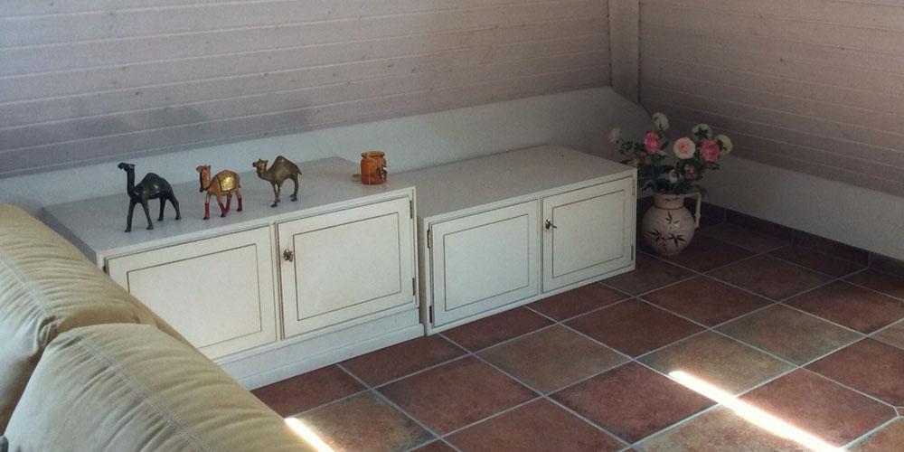 raumwunder | Umgestaltung Dachzimmer mit TV Möbel | vorher Sideboard