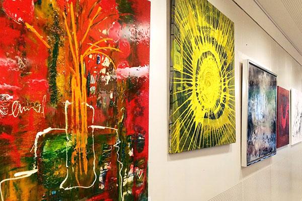 raumwunder | Organisation von Ausstellung mit Vernissage | Bilderwand